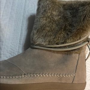 Brand new toms boot with tags!!